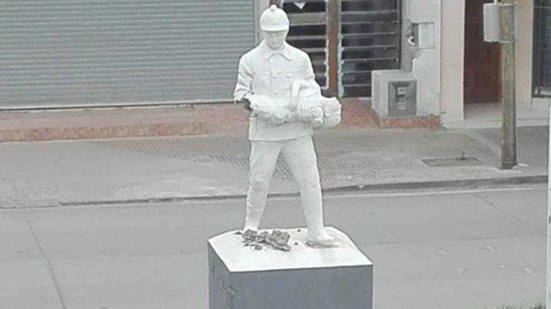 La estatua ubicada en calle Alem fue dañada el sábado.