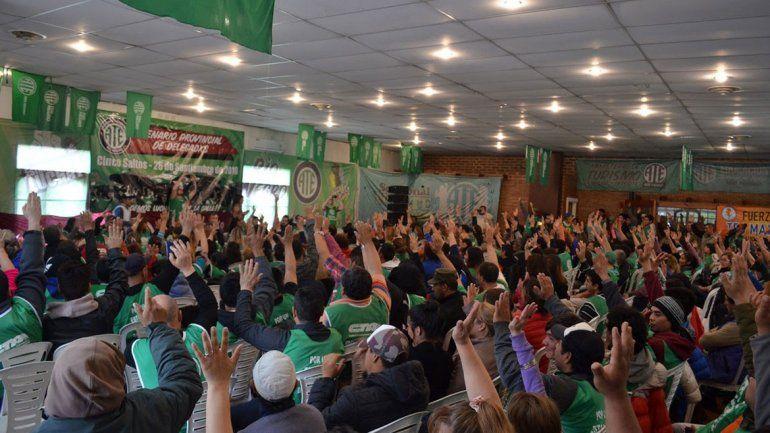 Más de 300 dirigentes de ATE se reunieron ayer en Cinco Saltos y decidieron aceptar la oferta salarial del Gobierno.