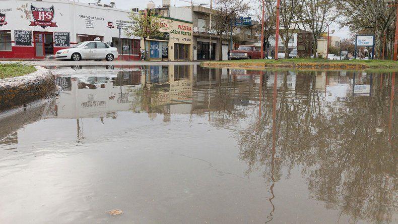Las calles de la ciudad volvieron a amanecer repletas de agua ayer por la mañana