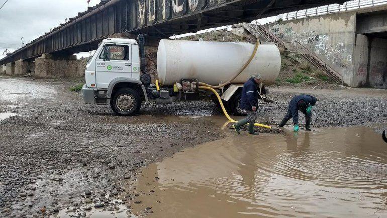 Tras la lluvia, la Muni salió a arreglar las calles