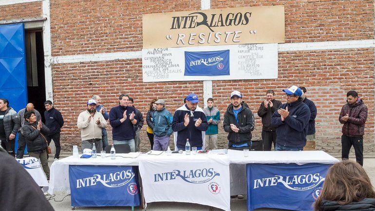 Los empleados de la ex Interlagos acampan en el predio