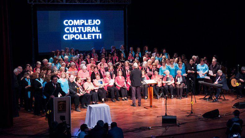 El Coro Polifónico se presentó en la inauguración del Complejo Cultural.