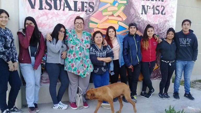 Pibes del Anai Mapu pintan murales para combatir los estigmas