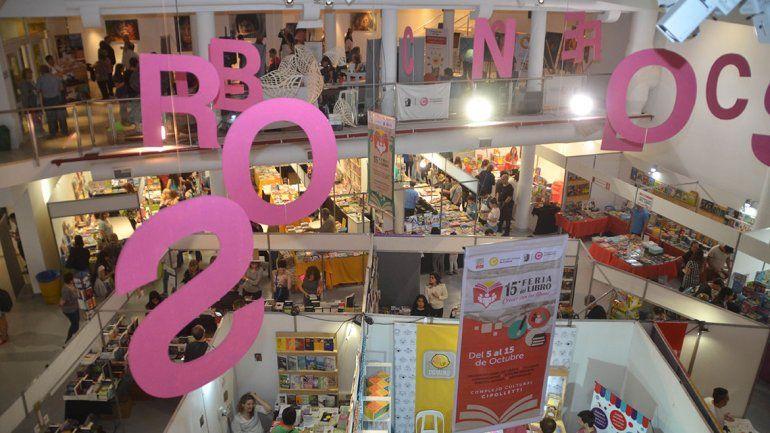 Una multitud de cipoleños pasó por la Feria del Libro