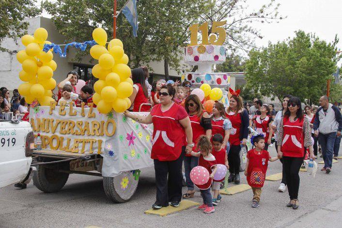 Desfile por el 115ª aniversario de Cipolletti.