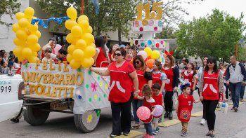 El desfile aniversario unió a todos los barrios de Cipolletti