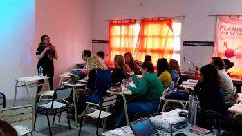 El Ministerio de Educación de la Provincia de Río Negro brinda talleres a los docentes para abordar la problemática.