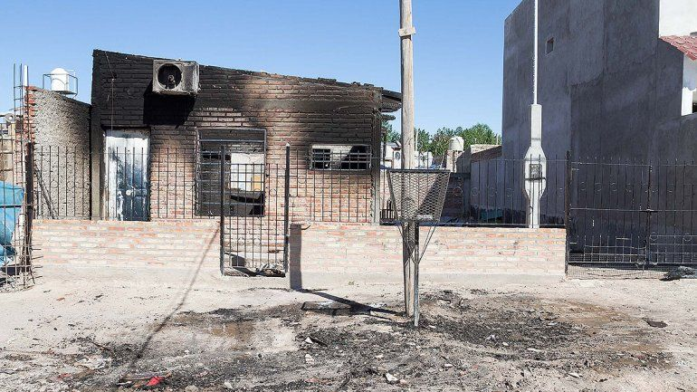 Una familia perdió todo en un voraz incendio