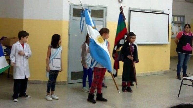 Una alumna prometió lealtad a la bandera mapuche en una escuela de Cipolletti