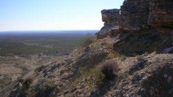 El cerro Azul destaca por su geología, sus fósiles y su flora y fauna.