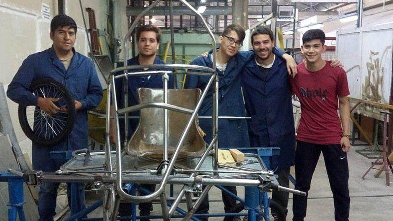 Crearon un auto ecológico y necesitan ayuda para competir en Buenos Aires