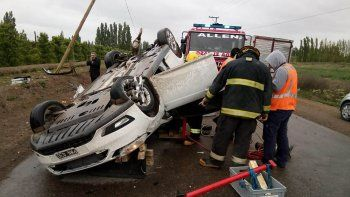 espectacular accidente en la ruta 65: uno termino volcado
