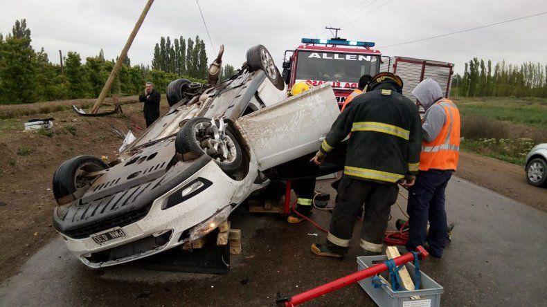 Gran susto en Ruta 65: chocaron y uno de los autos volcó
