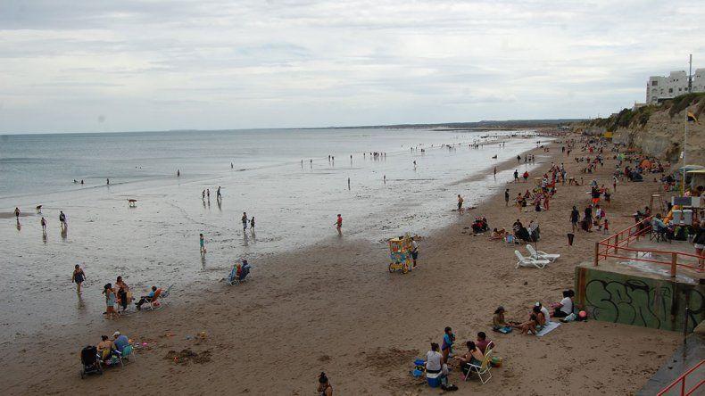 Las Grutas: salvaron a 2 chicas que se ahogaban en el mar