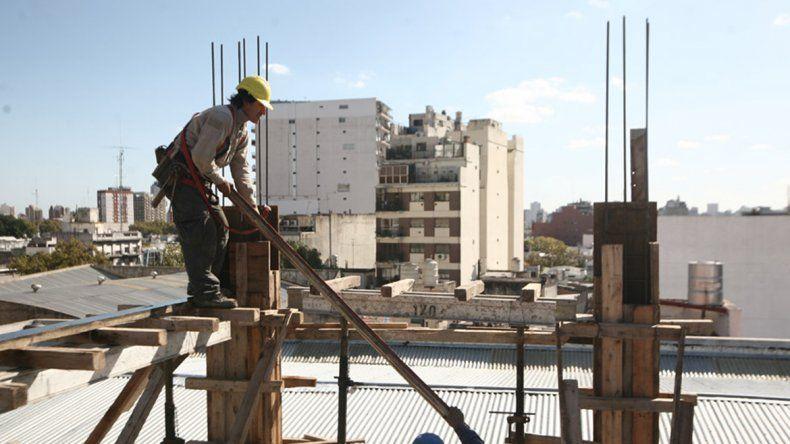 Construían un edificio, dañaron la casa del vecino y deberán pagarle más de 100 mil pesos