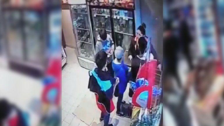 Cuatro nenes intentaron robar en un comercio pero los dueños los descubrieron