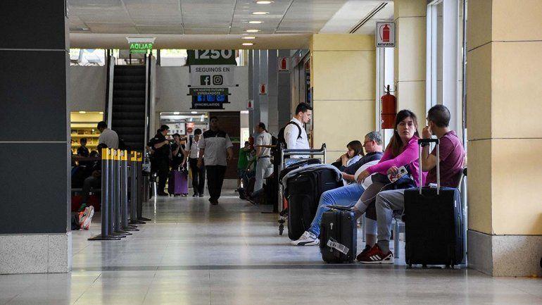 Caos en el aeropuerto: más de 50 chicos con discapacidad quedaron varados en Neuquén