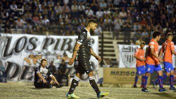 El Albinegro goleó por 3-0 a Sol de Mayo en La Visera