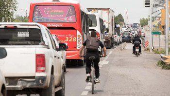 caos de transito en los puentes por una obra de vialidad nacional