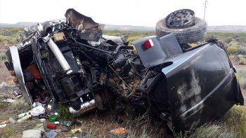 un camionero perdio el control y volco sobre la ruta nacional 151