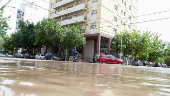 trastornos en el centro de la ciudad por una gran perdida de agua