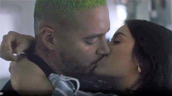 fogosos besos entre lali y j balvin en el nuevo video de montaner