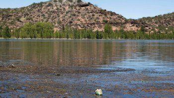 alumnos y docentes de las perlas investigan la contaminacion del rio