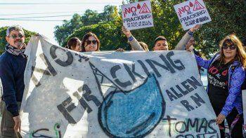 Vecinos de Allen marcharán para pedir respuestas por la fuga de gas
