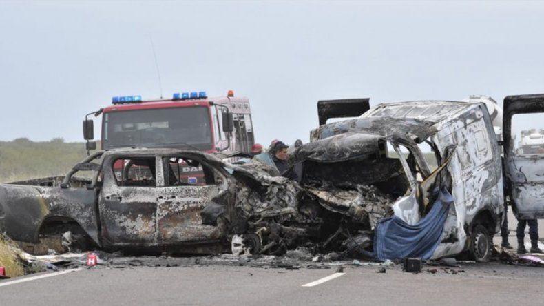 Murieron cuatro personas en un trágico accidente sobre Ruta 22