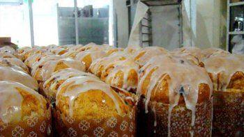 donaran cincuenta pan dulces y ropa a un merendero cipoleno