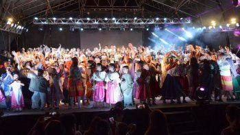 La cantata navideña convocó a una multitud de vecinos en Cipolletti.
