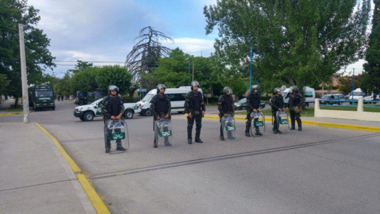 Detenidos y heridos durante el desalojo de la UNRN en Roca