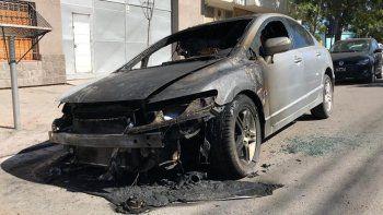 Prendieron fuego un auto en el barrio San Pablo