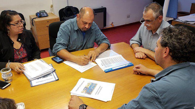 La UNCo e Interlagos firmaron convenio para el desarrollo conjunto de actividades