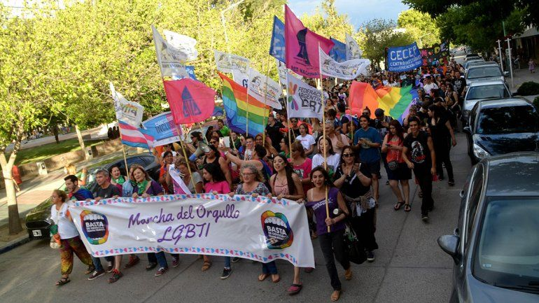 El orgullo gay llegó a la ciudad con una masiva marcha