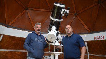 Rodolfo Arnaldo Merlino y Denis Martínez en el Observatorio Astronómico Tharsis