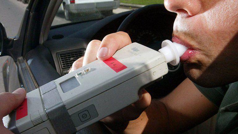 Secuestran auto con pedido de secuestro en Cinco Saltos y detectan dos alcoholemias positivas.