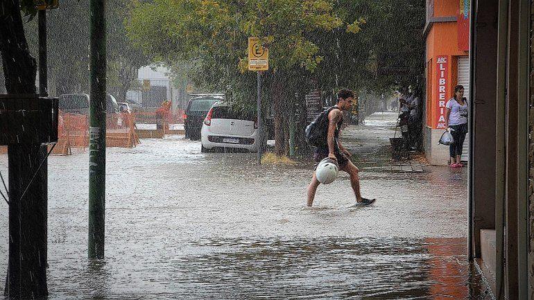 La tormenta hizo estragos en la ciudad y el Municipio debió asistir a tres familias
