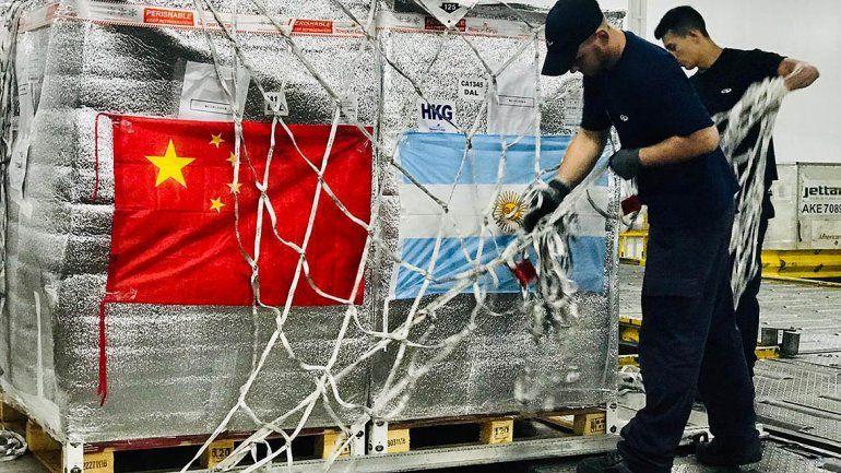 Partió el primer avión de Aerolíneas a China con cerezas regionales