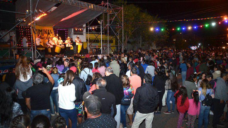 Una gran concurrencia generaron las actividades organizadas por el Comandante Escobar y radio Puerto Argentino. Tenían seguro y una ambulancia a mano. La infracción fue por cortar la calle.