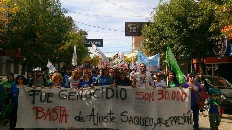Masiva marcha en repudio del golpe genocida de 1976