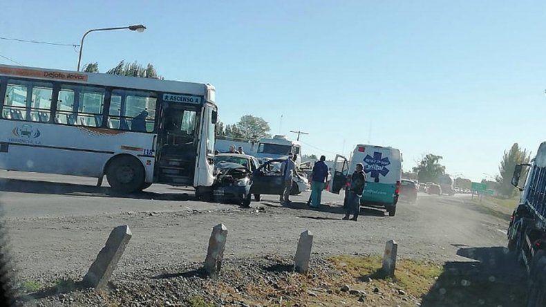 Un Pehuenche chocó contra un auto en Ruta 22