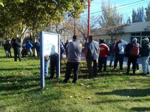 Uatre protestó en Cipolletti por la deuda de Ecofrut