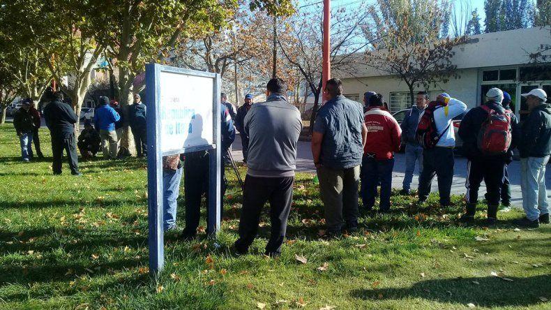 Uatre protestó en Ecofrut por la deuda salarial de un empaque