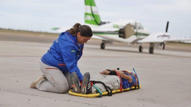 Simulacro de emergencia con el avión sanitario