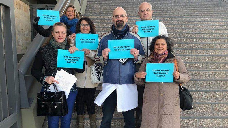 Archivan denuncia de grupos provida contra dos médicas de Oro