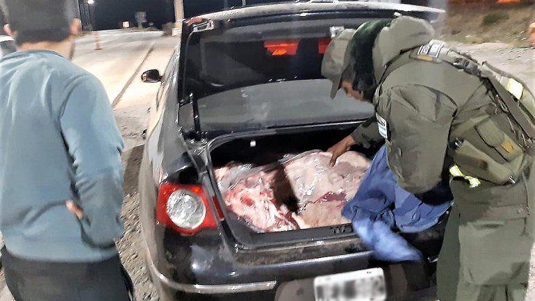 Decomisaron casi 500 kilos de asado ilegal que viajaban al Alto Valle