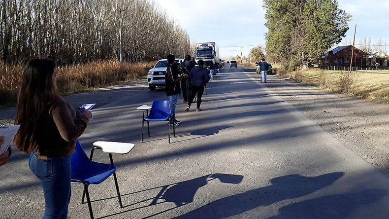 Estudiantes de Agrarias protestaron sobre la Ruta 151