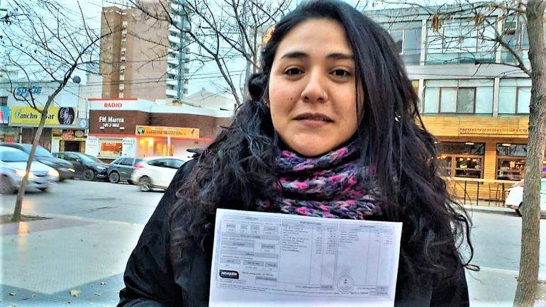 La candidata del MST salió a hacer campaña con su recibo de sueldo