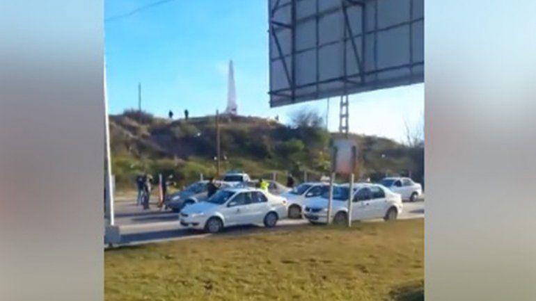 Taxistas cipoleños se suman al corte en los puentes carreteros